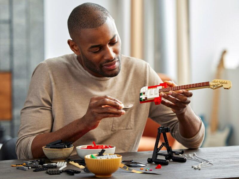 Детализированная электрогитара от Lego